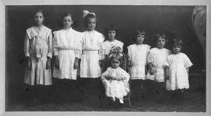 The eight sisters Lepage (daughters of Régis Lepage)